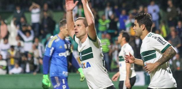Eleições em Curitiba e Santos dificultam transferência de meia para o time paulista