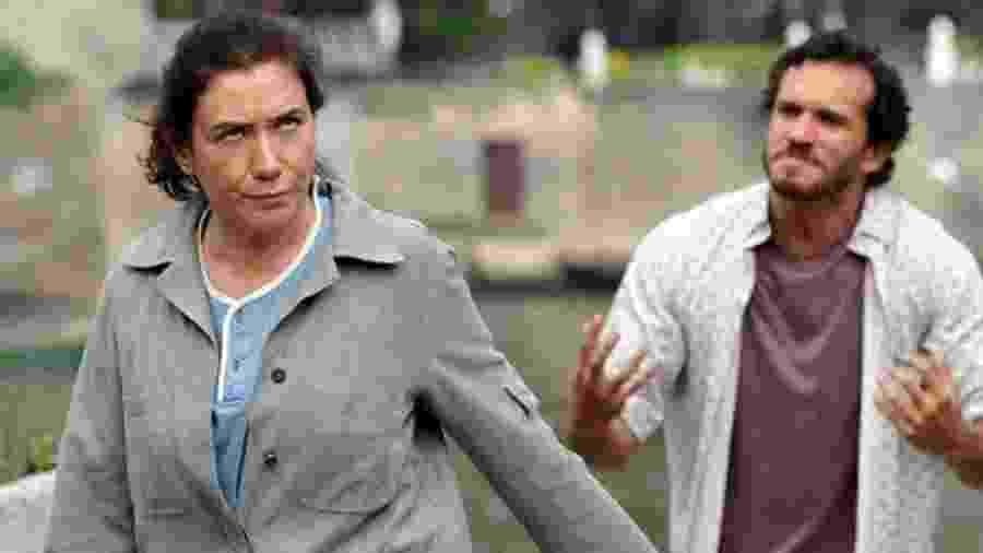 Griselda (Lilia Cabral) e Guaracy (Paulo Rocha) em Fina Estampa (Foto: Reprodução/TV Globo) - Reprodução / Internet