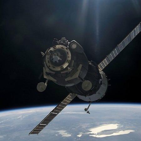 Quatro astronautas serão enviados à ISS no final de janeiro a bordo de um foguete construído pela SpaceX de Elon Musk - Pixabay