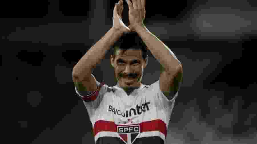 Hernanes durante partida com a camisa do São Paulo - Luciano Belford/Estadão Conteúdo