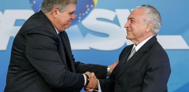 O deputado Carlos Marun ao lado do presidente Michel Temer, ambos do MDB