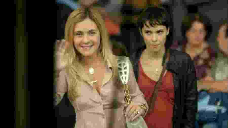 Carminha (Adriana Esteves) e Nina (Débora Falabella) em Avenida Brasil - Reprodução / Rede Globo