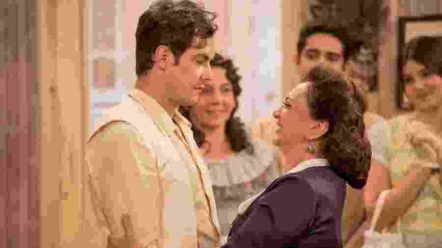 Candinho (Sergio Guize) e Anastácia (Eliane Giardini) em Êta Mundo Bom! - Reprodução / Internet