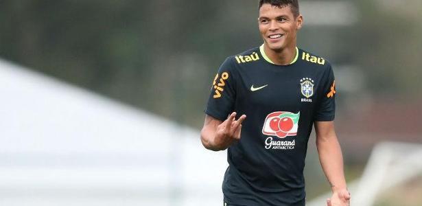 Thiago Silva volta ao time titular na vaga de Marquinhos e ao lado de Miranda na zaga.