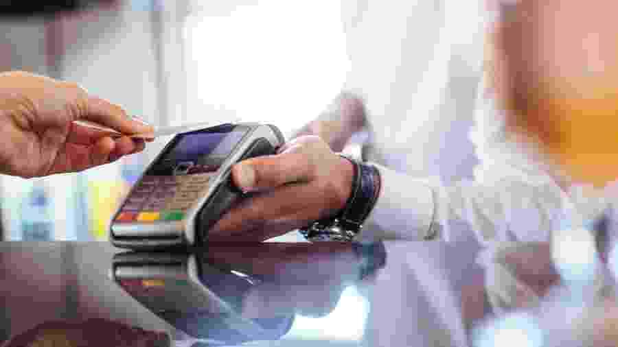 Pagamentos feitos com cartão de crédito atingiram R$ 295,3 bilhões no período -