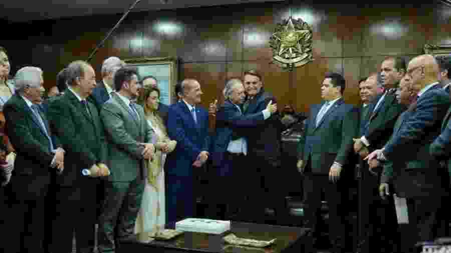 Bolsonaro, Guedes e Onyx entregaram a Alcolumbre, na presença de senadores, o pacote  - Pablo Valadares/Ag. Câmara