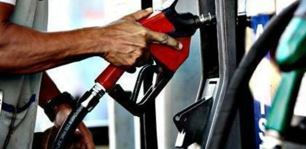 Preço do combustível após alta de imposto pelo governo assusta brasileiros