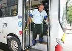 Passageiros e motoristas simulam limitações de idosos e deficientes em ação do Grande Recife - Foto: Sérgio Bernardo/ JC Imagem