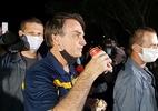 Bolsonaro sai para comer cachorro-quente e é alvo de panelaço em Brasília