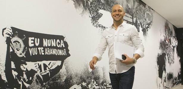 Alessandro Nunes comanda as buscas do Corinthians por um centroavante