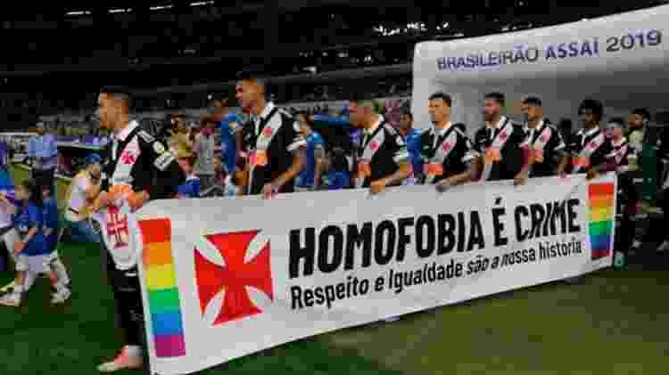 Vasco faz campanha contra homofobia no futebol antes de jogo contra o Cruzeiro pelo Campeonato Brasileiro -