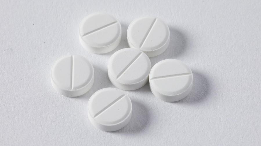 Os médicos são encorajados por relatos informais de que a combinação dos dois medicamentos é eficaz - Stock Catalog
