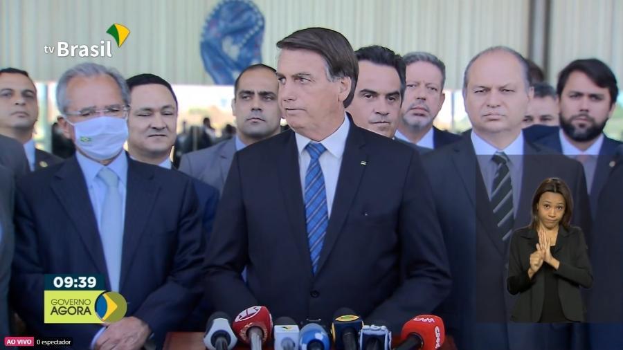 Bolsonaro anuncia prorrogação do auxílio com valor de R$ 300 -