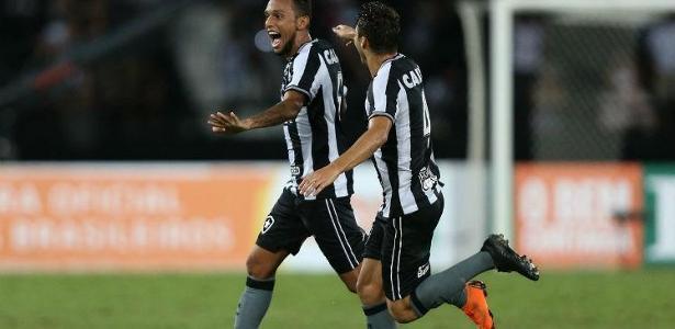 Gilson corre para festejar o gol que garantiu a vitória contra o Grêmio - Foto: Divulgação/Botafogo