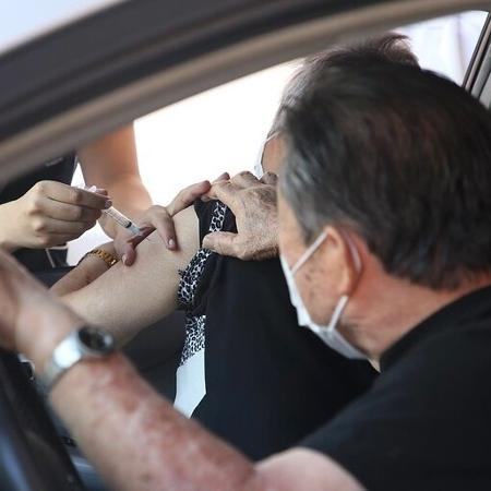 Idosos de 77 a 79 anos mostram alívio em 1ª dia de vacinação para a faixa etária - Reprodução/Flickr Governo SP