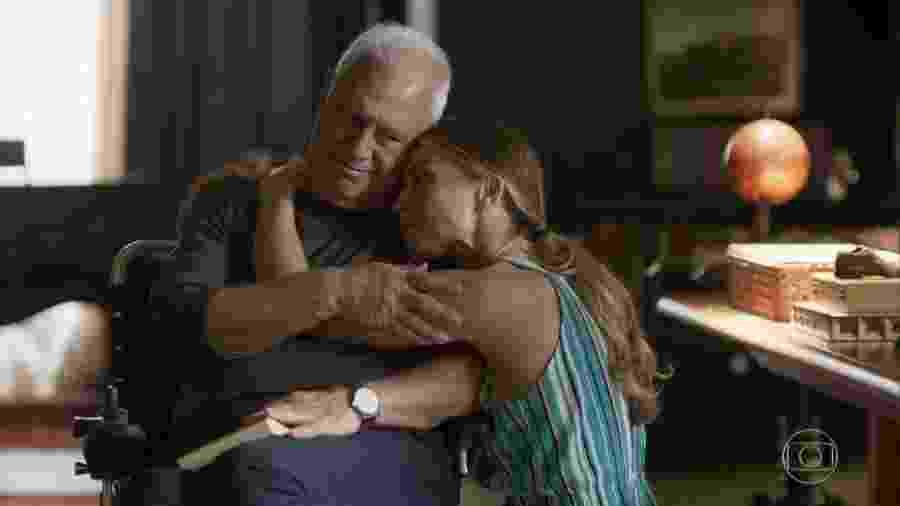 Alberto (Antonio Fagundes) e Paloma (Grazi Massafera) em Bom Sucesso (Reprodução/TV Globo). - Reprodução/TV Globo