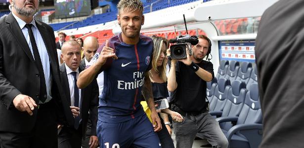 Neymar pode estrear pelo PSG no domingo
