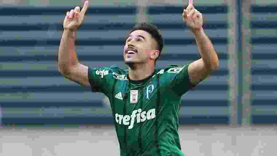 Willian já cumpriu a suspensão automática e está liberado para o jogo de sábado - Alex Silva/Estadão Conteúdo