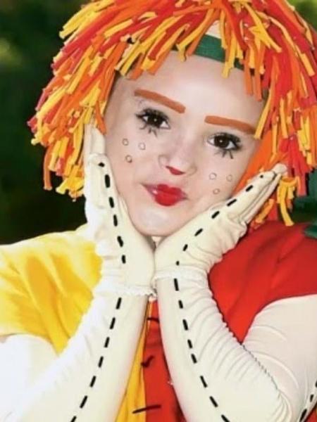 """Isabelle Drummond foi Emília, no """"Sítio do Pica-Pau Amarelo"""" da Globo - Isabelle Drummond como Emília, no Sítio do Pica-Pau Amarelo: canção tema da personagem foi usada sem autorização pela Globo (Divulgação)"""