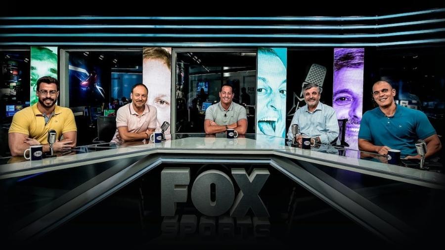 """Equipe do """"Fox Sports Rádio"""", um dos programas de maior audiência da TV esportiva  - Equipe do Fox Sports Rádio: emissora precisa ser vendida (Divulgação/Fox Sports)"""
