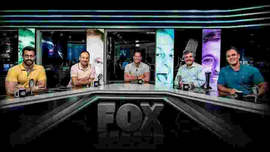 Equipe do Fox Sports Rádio em foto de 2019: Faccicani (e), Flávio Gomes, Benja (c), Paschoal e Mano (d) - Divulgação/Fox Sports Rádio