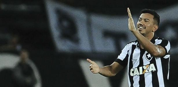 Rodrigo Lindoso pode voltar ao Botafogo contra o Avaí