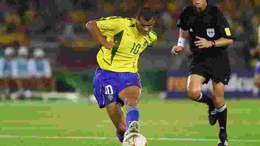 Rivaldo, camisa 10 do Brasil, na final da Copa de 2002 contra a Alemanha - Gary M. Prior/Getty Images