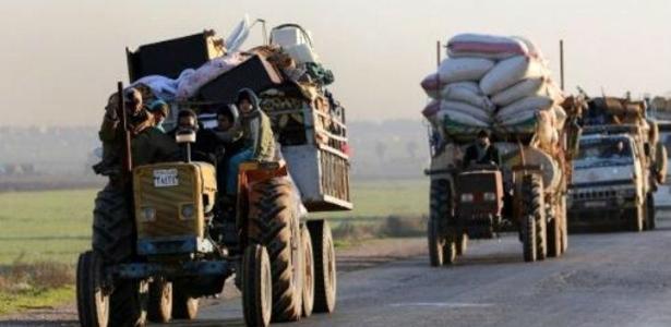 Sírios fogem de conflitos em Idlib
