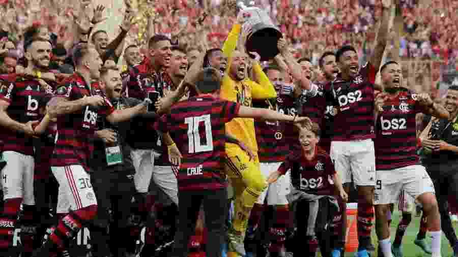 Flamengo levanta taça da Libertadores-2019 em torneio que pela primeira vez teve final em jogo único - Divulgação