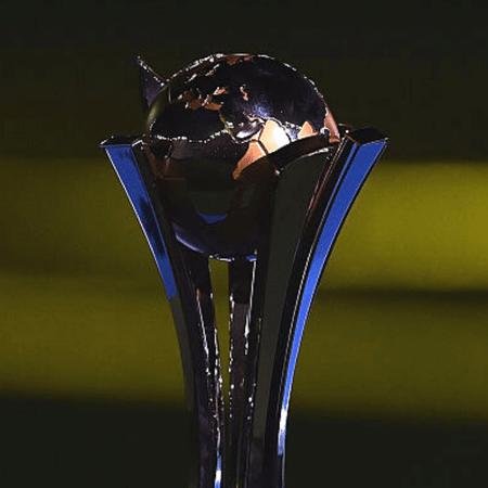 Troféu do Mundial de Clubes, que não será mais disputado no Japão em 2021 - GettyImages
