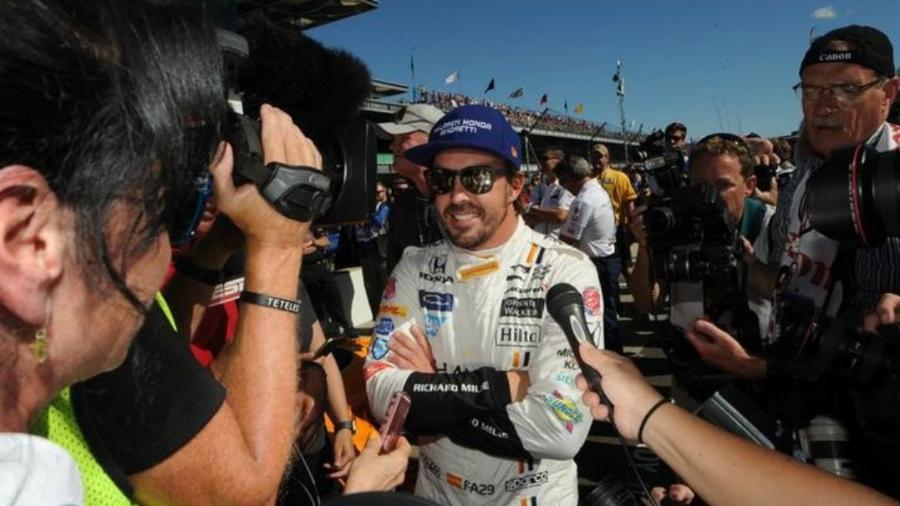 Alonso foi bastante solicitado pelos repórteres - Thomas J. Russo/Reuters
