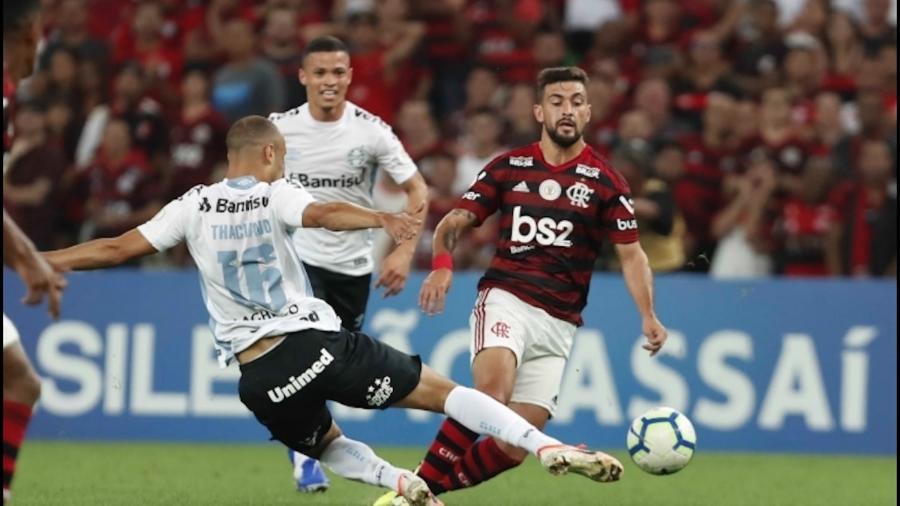Grêmio e Flamengo jogando no Brasileiro: se ganharem Libertadores, um dos clubes irá para o Mundial do Clubes (Divulgação)