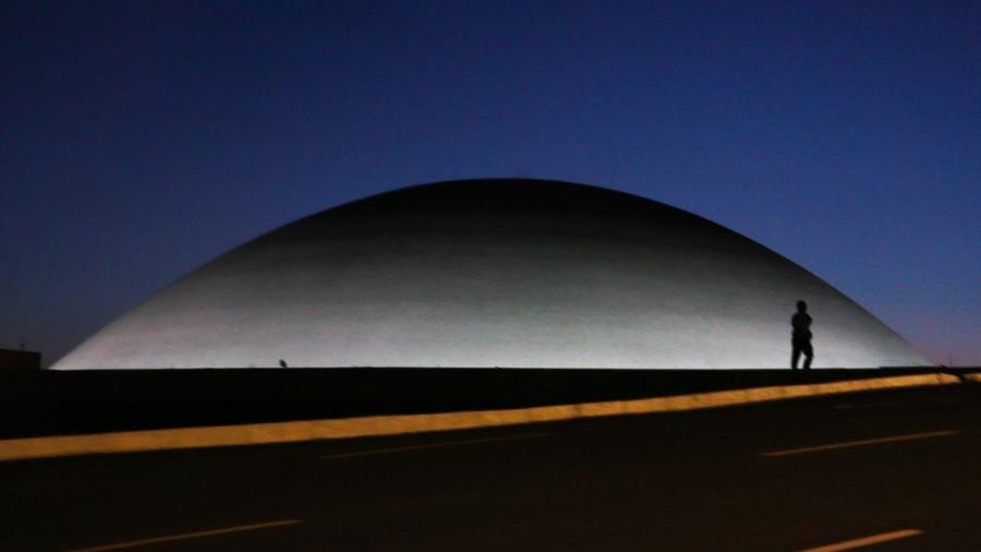 A cúpula menor, voltada para baixo, abriga o Plenário do Senado Federal.                              -                                 Marcello Casal JrAgência Brasil