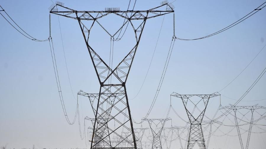 Risco de racionamento de energia no Brasil em 2021 é quase nulo, diz consultoria - Linhas de transmissão de energia, energia elétrica