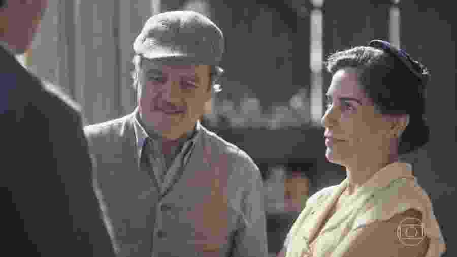 Afonso (Cássio Gabus Mendes) e Lola (Gloria Pires) em Éramos Seis (Reprodução) - Reprodução