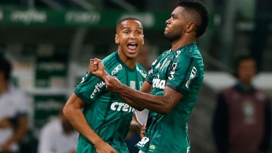 Deyverson e Borja em ação pelo Palmeiras na temporada 2017 -