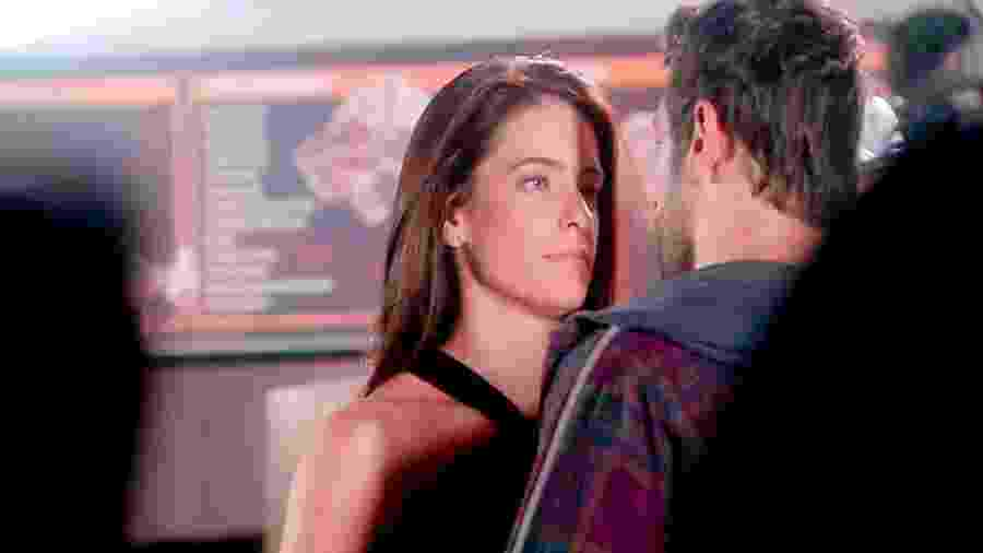 Débora (Lisandra Cortez) e Afonso (Victor Pecoraro) em As Aventuras de Poliana (Reprodução/SBT). - Débora (Lisandra Cortez) e Afonso (Victor Pecoraro) em As Aventuras de Poliana (Reprodução/SBT).