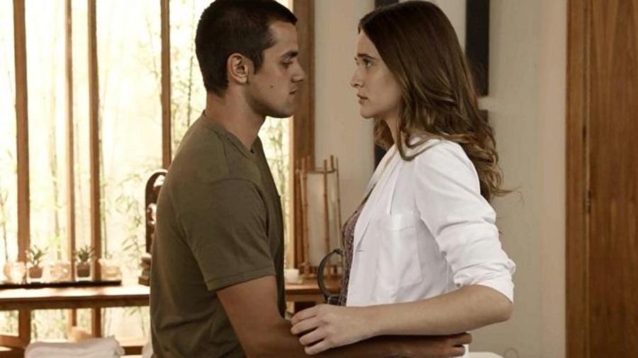 Téo (Felipe Simas) e Luna (Juliana Paiva) em Salve-se Quem Puder (Reprodução/Globo) - Reprodução / Internet