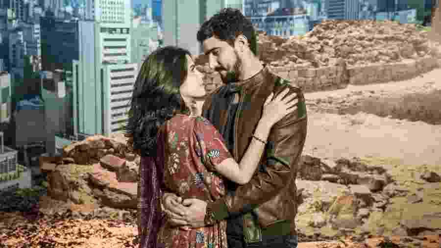 Jamil (Renato Góes) e Laila (Julia Dalavia) em Órfãos da Terra (Divulgação/ TV Globo) - Jamil (Renato Góes) e Laila (Julia Dalavia) em Órfãos da Terra (Divulgação/ TV Globo)