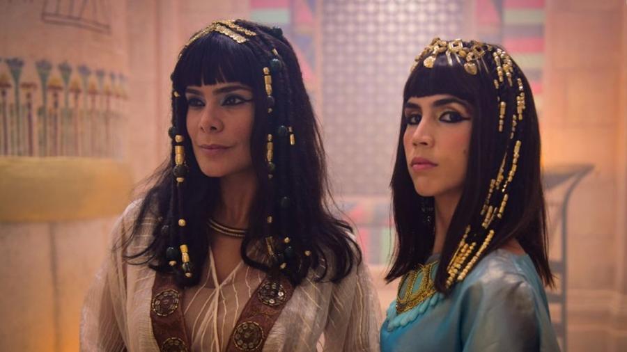 Aat (Bianka Fernandes) e  Khen (Pérola Faria) ficam grávidas (Reprodução/Record TV) - Reprodução / Internet