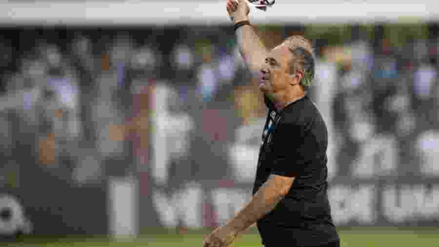 Levir comandou o Santos em 29 jogos. Foram 13 vitórias, 12 empates e 4 derrotas - Ivan Stori/Santos FC