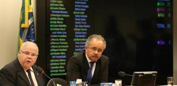 O presidente da comissão da reforma política, Lúcio Vieira Lima (PMDB-BA), e o relator, Vicente Cândido (PT-SP)