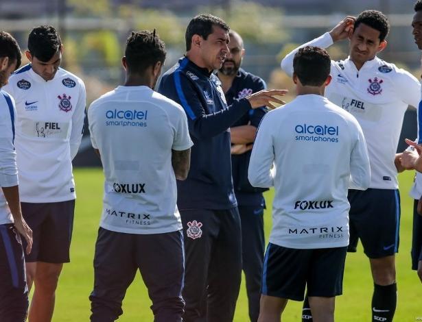 Carille aguarda para esta sexta-feira o retorno de Romero às atividades com o time