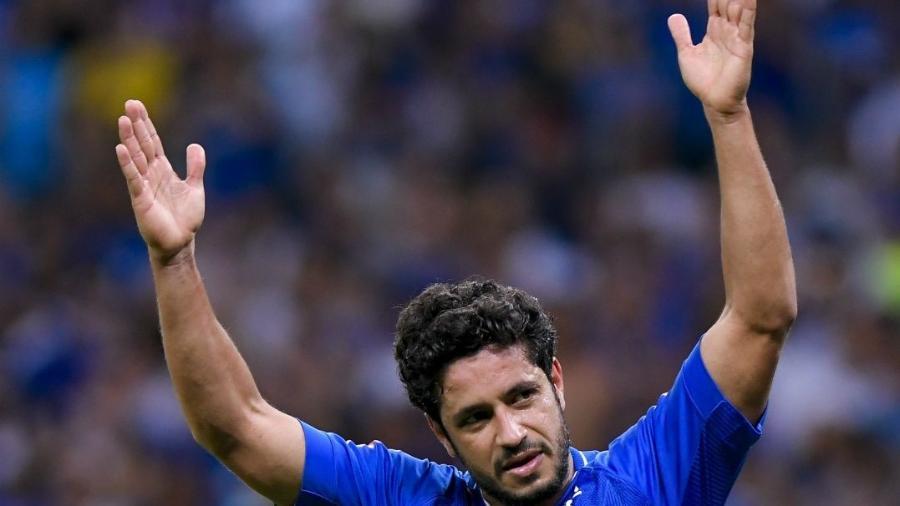 Vitorioso, disciplinado e com anos de casa: Léo é uma das referências no Cruzeiro - Daniel Oliveira/Fotoarena/Estadão Conteúdo