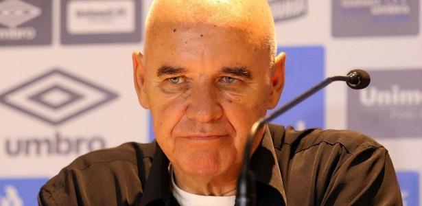Valdir Espinosa disse que diretoria do Grêmio o afastava do dia a dia da equipe