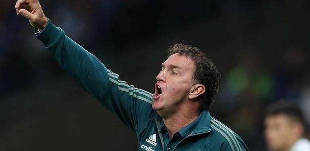 Cuca mudará o esquema de jogo do Palmeiras daqui para frente, abrindo mão de 2016