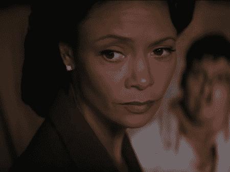 Thanide Newton como Maeve em Westworld (Fonte: Reprodução)