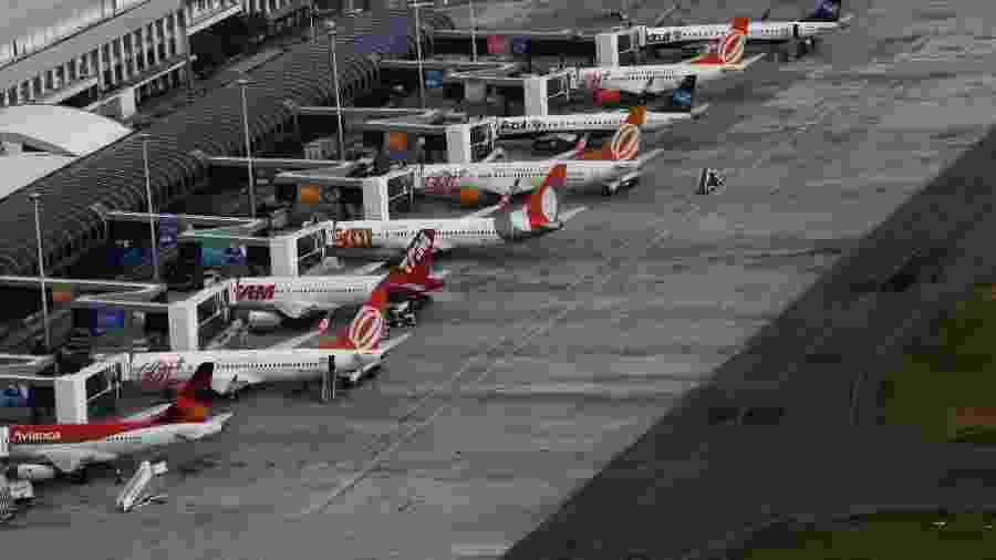 Aviões das companhias aéreas Gol, TAM e Azul estacionados no aeroporto Santos Dumont, no Rio de Janeiro - Nacho Doce/Reuters