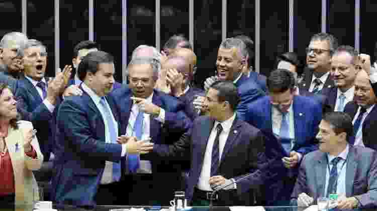 Rodrigo Maia e Paulo Guedes no dia 7 de agosto de 2019, logo após a aprovação da reforma tributária na Câmara - Pablo Valadares/Ag. Câmara