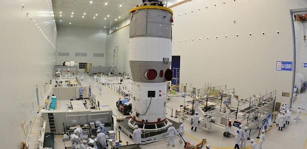 A estação espacial chinesa Tiangong-1 deve chegar à Terra nesta segunda (2)